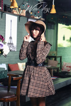 brown hat - puce checkered dress