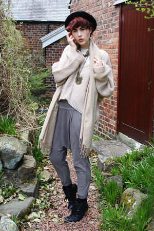 beige Topshop sweater