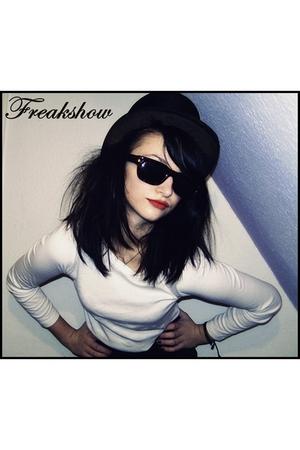 black Anithing hat - white Family shirt - black New Yorker sunglasses