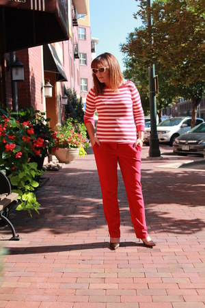 white striped Jones New York shirt - red new york and co pants