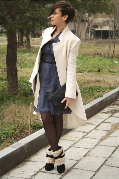 navy vintage Chloe dress - black shearling boots - eggshell Elizabeth coat