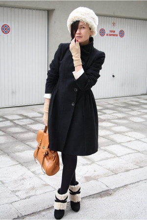 black Zara coat - eggshell Urban Outfitters hat - nude gloves - tawny Ebay bag -
