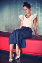white ruffle sleeve Frankie Sunshine top - navy thrifted vintage skirt - maroon