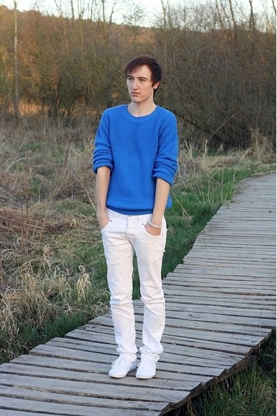 blue asos jumper - white Zara jeans - white Fred Perry sneakers