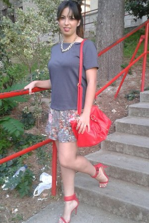 red BLANCO bag - heather gray floral print pull&bear dress - red Zara heels