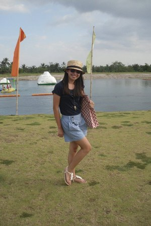 navy ruffled shirt - sky blue polka dots shorts - beige Tomato sandals