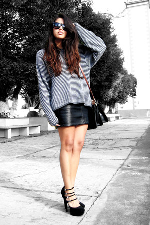 black Local store heels - heather gray vintage sweater - black vintage bag