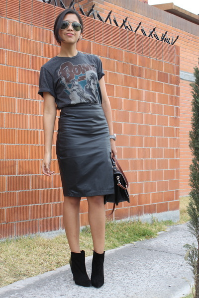 black no brand skirt - black Zara boots - dark gray pull&amp;bear t-shirt