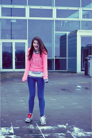 gray cardigan - hot pink H&M sweater - navy leggings - white t-shirt