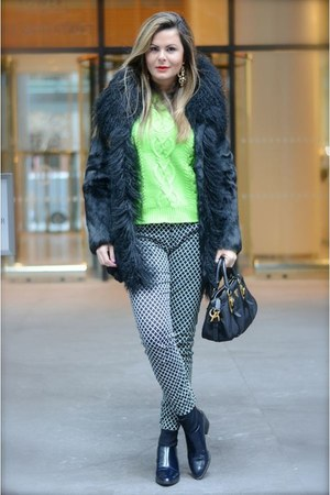 chartreuse neon tricot Gap sweater - black leather boots Zara boots