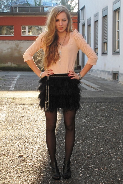 pink top - black skirt