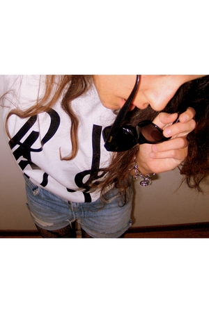 t-shirt - leggings - jeans - sunglasses - necklace
