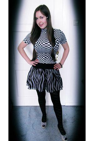 black - t-shirt - gray H&M skirt - black H&M tights - silver - shoes - black tho