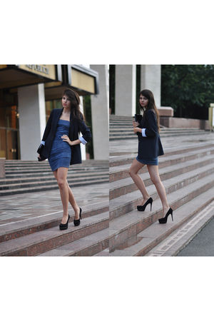 blue dress - black accessories