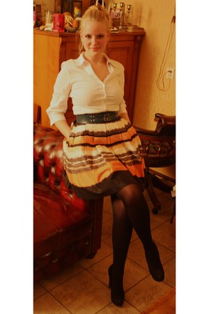 salmon skater H&amp;M skirt - white second hand shirt - black Hema tights