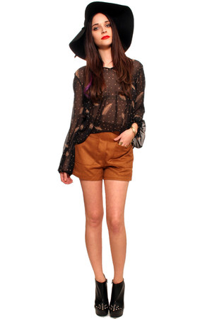 black gypsy warrior boots - black gypsy warrior hat - tawny gypsy warrior shorts