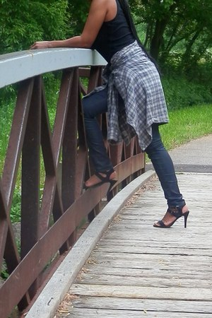 wax jeans - flannel ROOTS shirt - black sandals
