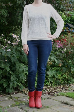 red red boots Taft Shoes boots - ivory white sweater H & M sweater
