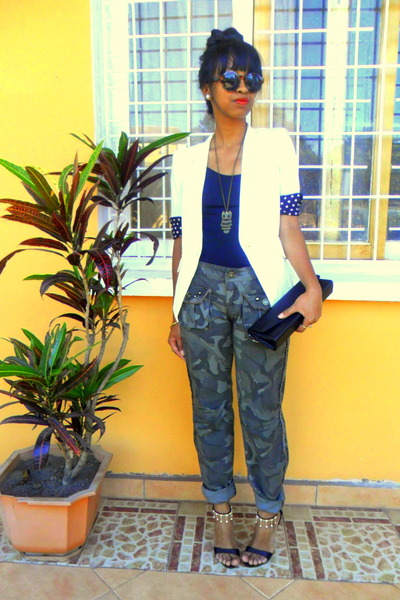 army green camo pants - white blazer - H&M sunglasses - black sandals