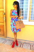 mustard bag - red Litas like boots - aquamarine Flower Print dress