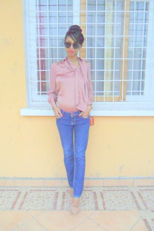 pink blouse - blue jeans - light pink floral pumps - orange clutch wallet