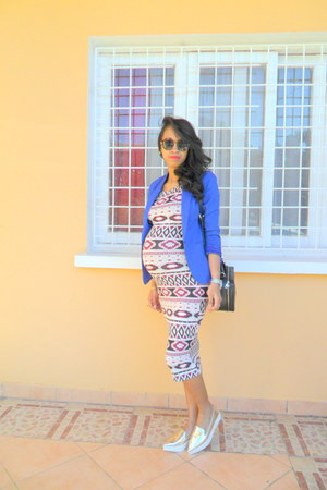 Zara laminated slippers shoes - H&M aztec print dress - blue mim jacket