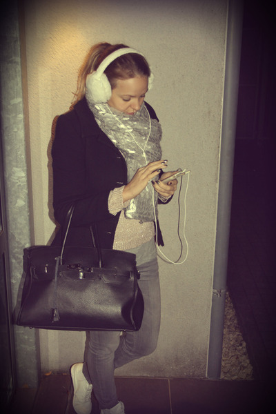 H&M scarf - H&M gloves - earmuffs Lenço accessories - H&M sneakers