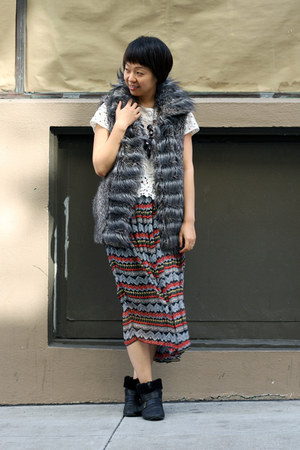 chictopiashop skirt - heather gray faux fur Zara vest