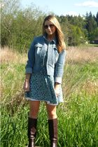 blue jacket - brown boots - green dress
