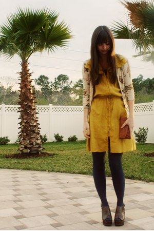 chartreuse Ann Taylor Loft dress - navy Urban Outfitters tights - beige map prin