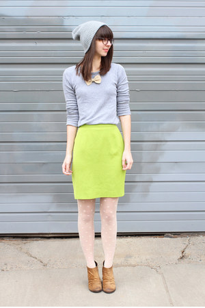 lime green vintage skirt - camel Boutique 9 boots - off white madewell tights