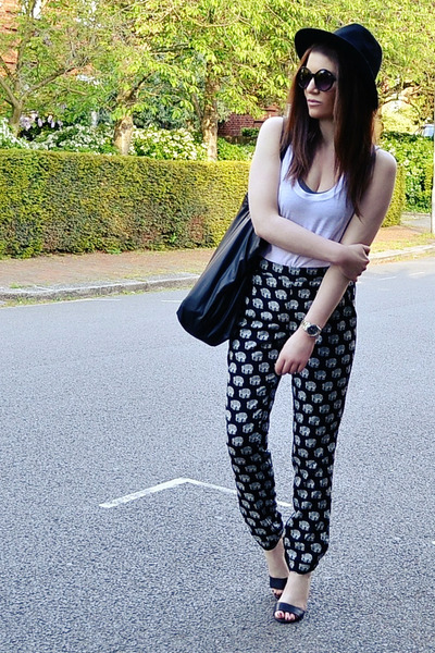 black printed Topshop pants - black round Primark sunglasses