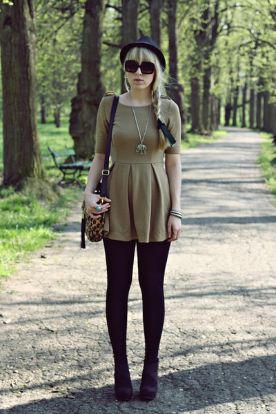 camel Romwecom dress - light brown Siren bag - black new look wedges