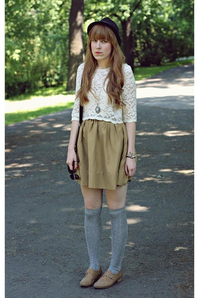 light brown new look shoes - camel and cream Chicwish dress - black Claires hat