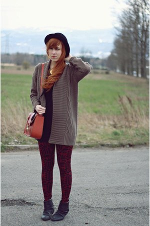 tawny new look bag - black H&M hat - brick red new look leggings