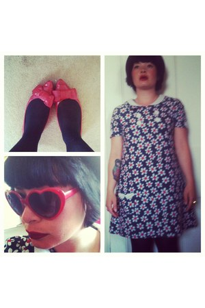 red heart H&M sunglasses - blue Topshop dress - ruby red bows vintage flats