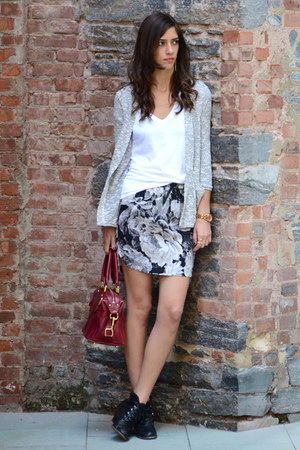 charcoal gray floral Zara skirt - black crown vintage boots