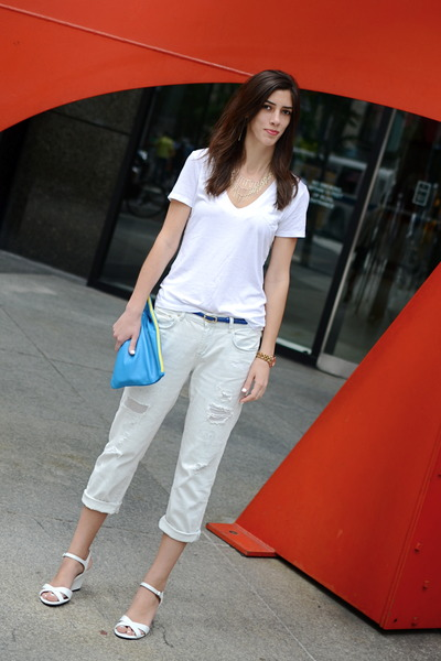 white Zara jeans - blue clutch American Apparel bag - white Gap t-shirt