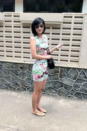 aquamarine floral dress - peach studs shoes - black bag - camel sunglasses