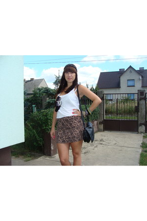 black vintage bag - tan H&M skirt - black Mohito necklace