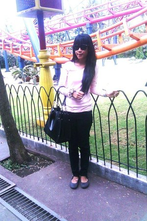 dark brown shoes - black bag - black sunglasses - peach top - black pants