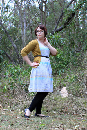 vintage pastel dress - mustard jeans - dark brown belt - ballet flats