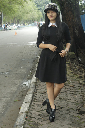 black dress - balck shoes - spike hat