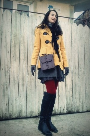 burgundy LaFemme stockings - black Carmens boots - yellow Camaïeu coat