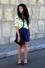 Navy-vintage-bag-black-zara-heels-yellow-stradivarius-blouse