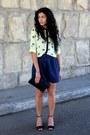 Navy-vintage-bag-black-zara-heels-yellow-stradivarius-blouse