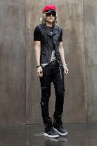 red hat hat - black pants pants - studded BYTHER vest
