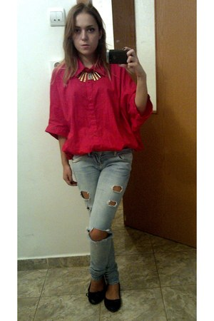 red shirt - sky blue Bershka jeans - gold necklace - black flats