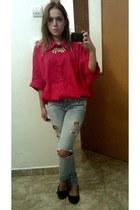 red shirt - sky blue Bershka jeans - gold necklace - black flats