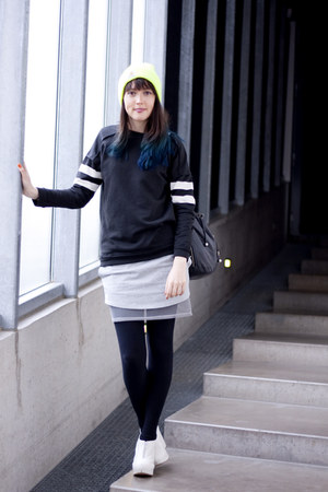 weekday skirt - Carhartt hat - Zara sweater - Ladies Market Hong Kong bag